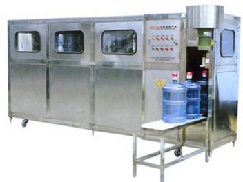 YC-KC型半自动桶装水灌装机是纯净水厂或矿泉水厂专灌3加仑(注:需客户提前预做)、5加仑水桶的半自动灌装设备,该设备操作简单,是集消毒、纯水冲洗、套盖、压盖于一体,采用三相交流380V电源,且无需空压机。该设备的性能是:可靠、环保、节能、高效、操作简便、维护简单。完全使用于城镇、工矿企业及个体单位使用。该机是目前国内**为理想的半自动纯净/矿泉水灌装设备。